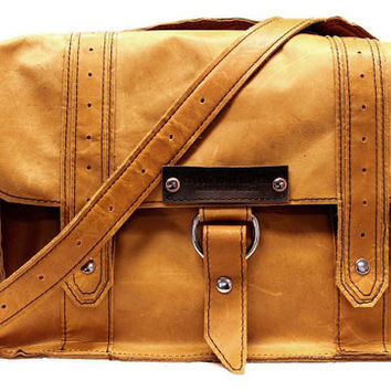 "15"" Laptop Voyager Messenger bag - Serengeti - 100% Full Grain Leather - Handmade in the U.S.A. - Water Resistant - iPad Pocket"