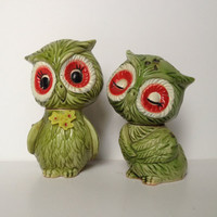 shake it up... vintage green owls with yellow flowers salt and pepper shakers