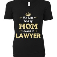 The Best Kind Of Mom Raises A Lawyer - Ladies T-shirt