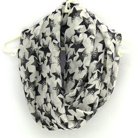 Black White Infinity Scarf with Stars. Eternity Scarf. Circle Scarf. Women Accessory.