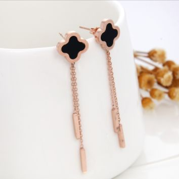 Four-leaf clover:Fashion Titanium Steel Clover Earrings Female Flowing Suer Wire Temperament Earrings