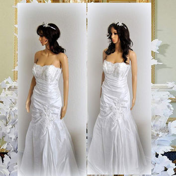 Vintage Strapless Wedding Gown Beaded Dress Lace Embroidery Bridal Fit and Flare Taffeta Simple Embellished Dresses
