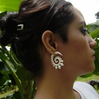Fake gauge ,Natural Bone ,Split Gauge Earrings Flowing Flower