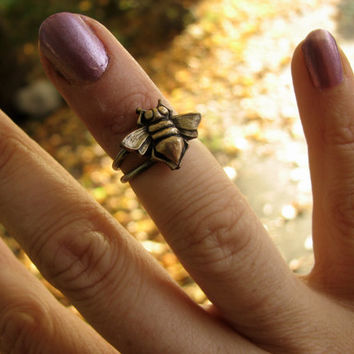 Honey bee knuckle ring