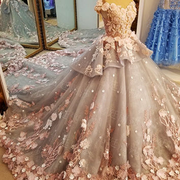 Luxury Vintage Wedding Dresses 2017 See Through Back Crystal Lace Flowes Colorful Wedding Dress Peplum Ball Gowns Bridal Gown
