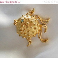 ON SALE Vintage Puffer Fish Brooch Locket Solid Perfume Compact