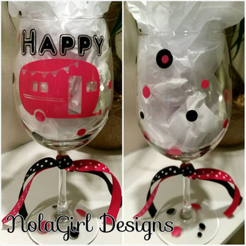 Happy Camper Wine Glass, wine glass, camper, happy, camping, campers wine glass, gift, campers wine, glass, vinyl decorated glass, christmas
