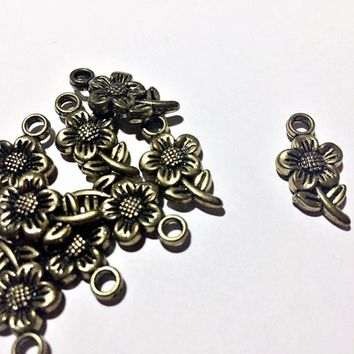 set of 8 pieces flower charms, acrylic in antique gold, 10mm x 15mm - C130