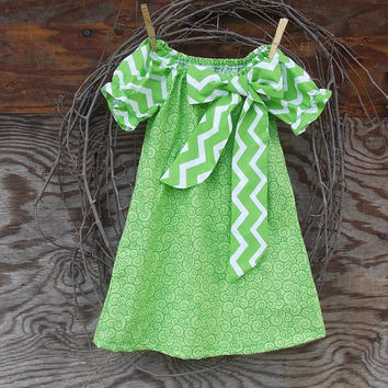 Girls Chevron  Dress, Peasant Dress, Green and white, Bow, Fall Thanksgiving,  24 months and 2 T, 3T, 4T  size