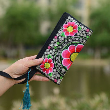 Wristlet Women Handbag Purse Elegant Handmade Day Clutch Bag National Retro Embroidered Bag with Floral Design