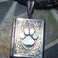 Small Memory locket with pewter paw print
