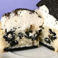 Cookies and Cream Cupcakes » Annie's Eats