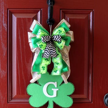 St Patricks Day Wreath - Monogrammed Shamrock Door hanger - Monogram Letter wreath - St Patricks day Bow Initial wreath decoration