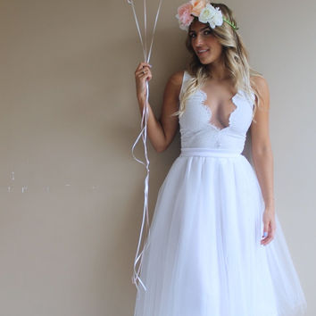 White tulle dress, low neck wedding dress, short wedding dress, beach wedding dress, white lace dress, lace wedding dress, tulle dress.