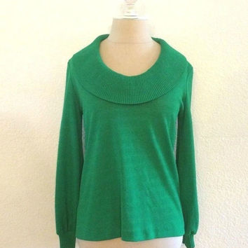 Vintage 1960s Kelly Green Wide Clown Collar Long Sleeve Womens Fall Top