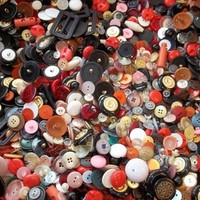 Huge Lot of 2 Pounds of Vintage Buttons