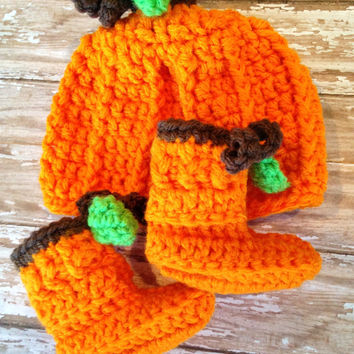 Crochet Pumpkin Hat and Pumpkin Baby Booties Set - Newborn to 6 months / Photo Prop / Baby Boy or Girl