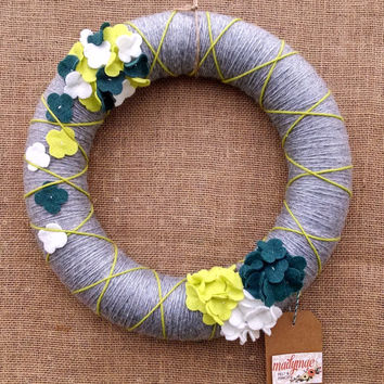 Grey blue green yarn felt flower wreath, yarn felt wreath,hydrangea wreath, front door decor, mantel decor, large 14 inch, READY TO SHIP
