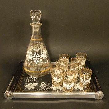 French vintage glass drinks set. Liqueur glass set with carrying tray. French glass vintage decanter, glasses and tray set. Retro french