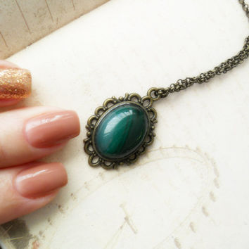 Small pendant, green agate necklace, oval agate cabochon, agate jewelry, oval agate pendant, dainty pendant, cabochon pendant, antique brass