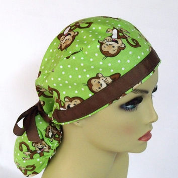 Picture-Perfect Fit Pony Pouch Scrub Cap Playful Monkeys in Lime
