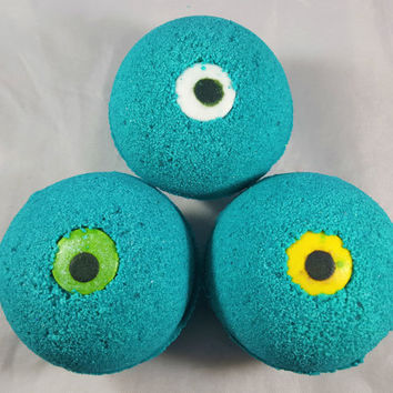 Monster Eye BOO-Berry Scented Bath Bomb!