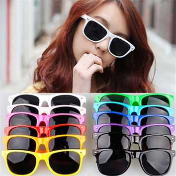 New Vintage Wayfarer Sunglasses For Women (multi color)