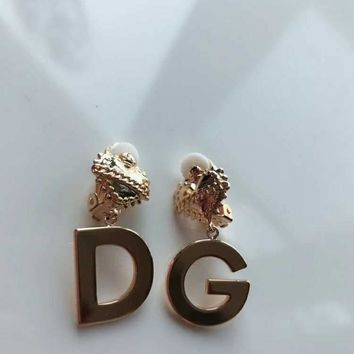 Dior logo stud New arrival Electroplating of 18 K gold with retro earrings stud gold