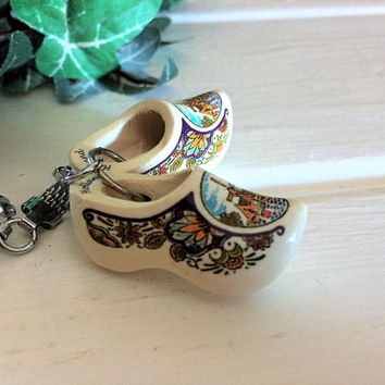 Holland Shoes, Dutch Shoes, Wooden Shoes, Dutch Keychain, Shoe Key Chain, Holland Gift, Souvenir Gift, Small Wood Shoes, Vintage Holland
