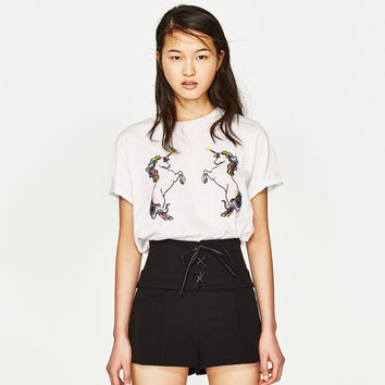 T-SHIRT WITH UNICORN PATCH