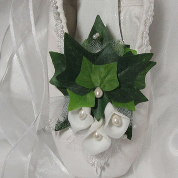Giselle, white pointe shoe decorated with ivy and lilies, La Sylphide, Wilis, Bride