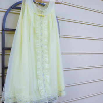 Vintage 1960s BabyDoll Nightgown, Sleeveless Gown, Yellow with Roses and Lace, Size Medium Lingerie