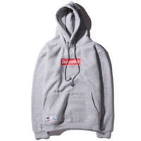Champion & Supreme co-embroidered men and women with hooded hooded sweater Grey
