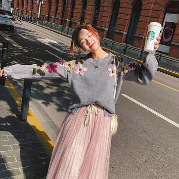 2018 New Pearl Winter Sweaters Woman Vintage Flower embroidery loose pullover sweater female jumper