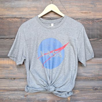 distracted - nasa logo unisex graphic tee - grey/grey