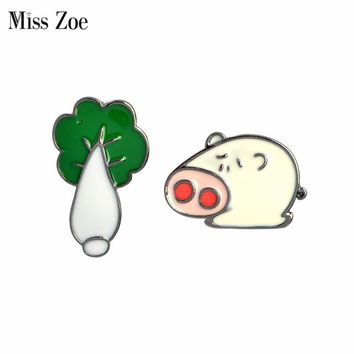 Miss Zoe Funny Pig arches Cabbage Brooch Button Pins Denim Jacket Pin Badge Cartoon Animal Jewelry Gift for Couples Lovers
