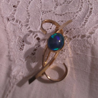 Pretty vintage faux opal and gold tone brooch / pin. Ideal gift for , birthday, anniversary