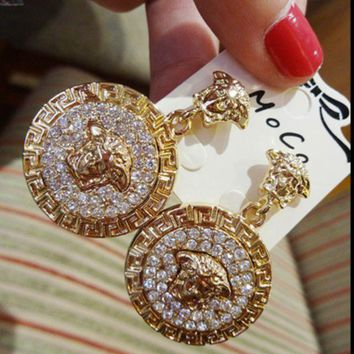 ONETOW VERSACE : Baroque retro exaggerated diamond baroque earrings round lion head temperament earrings