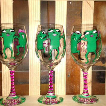 Bachlorette party favor, girls night out, custom wine glasses