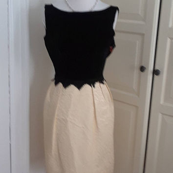 50s Cocktail Dress, Cream Brocade and Black Velvet, Low Back, Wiggle Dress, Size XS, XXS, 31B