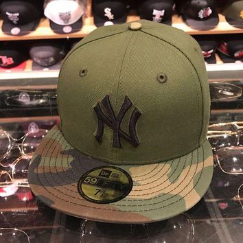 DCK4S2 New Era New York Yankees 2017 Memorial Day Fitted Hat Green/CAMO