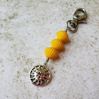 Sun Face Keychain Charm, Sunshine Party Favor, Sunny Day Beach Accessories, Yellow Beaded Zipper Pull, Purse or Backpack Charm