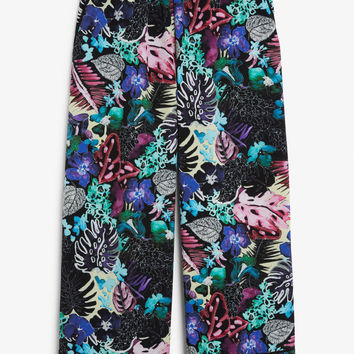 Pyjama-style trousers - Print perfection - Trousers & shorts - Monki GB