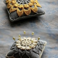 DIY flower crafts and inspiration / Gorgeous. I don't know why I keep finding pin cushions... random!