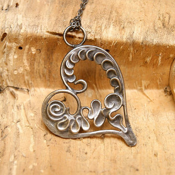SALE SALE FREE SHIPPINGheart pendant, valentines day necklace