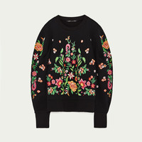 EMBROIDERED FLOWER SWEATER DETAILS