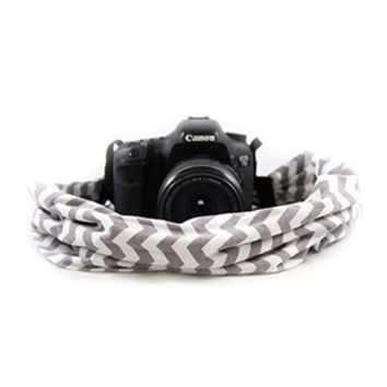 CASCARF-CVGG Grey And White Chevron Scarf Camera Strap - Capturing Couture