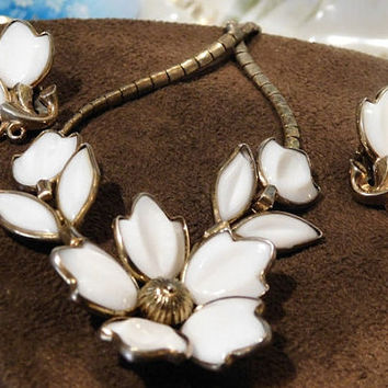 Crown Trifari Vintage Poured Milk Glass Necklace Earrings Demi Parure Alfred Philippe 1950s Fashion Blossoms Mid Century Flower Jewelry