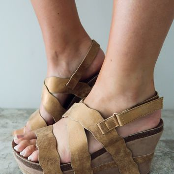 Fun In The Summer Wedges: Gold