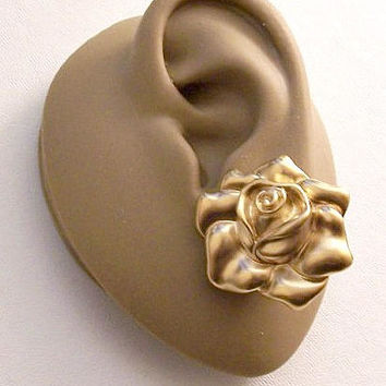 Satin Rose Soft Soft Petal Clip On Earrings Gold Tone Vintage Avon 1992 Large Detailed Scallop Edge Round Layered Big Buttons